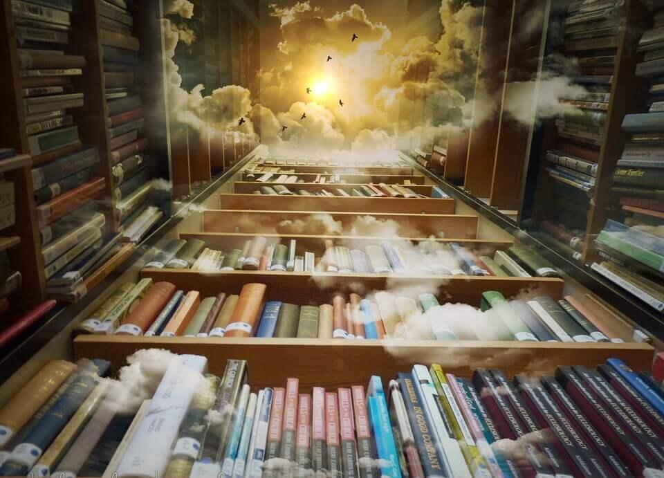 Unzählige Bücher in Bücherregalen