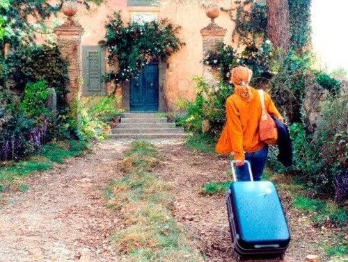 """Szene aus """"Unter der Sonne der Toskana"""" - Frances mit Koffer"""