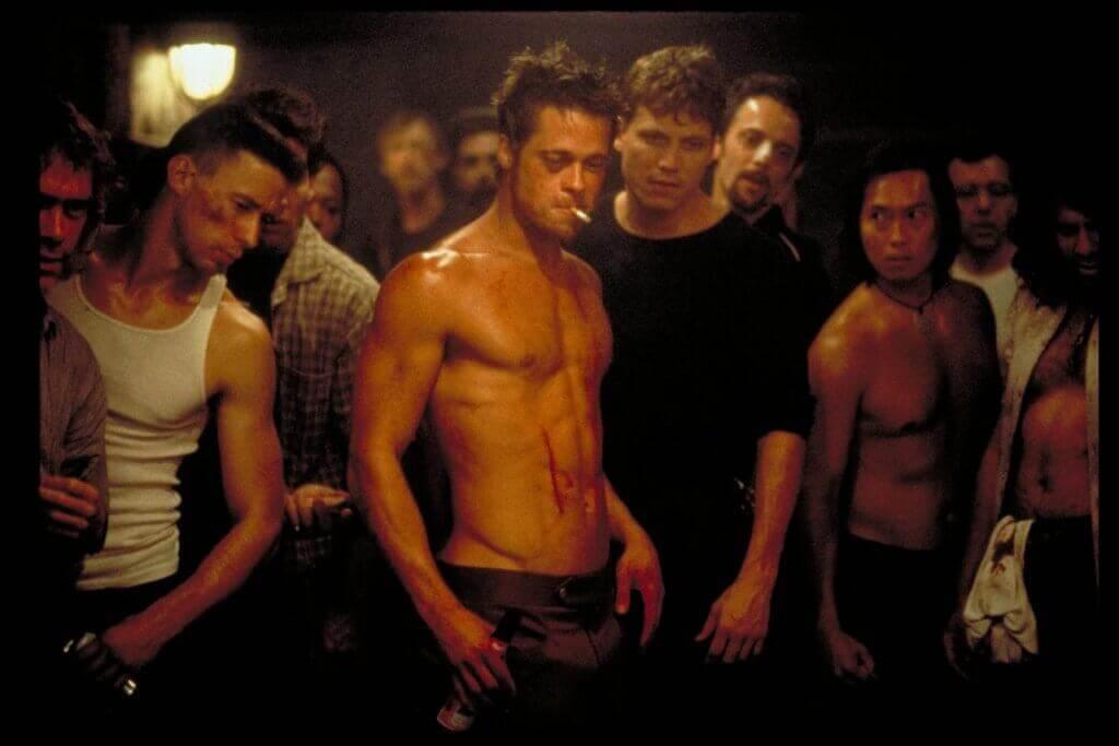 Brad Pitt mit weiteren Männern im Fight Club