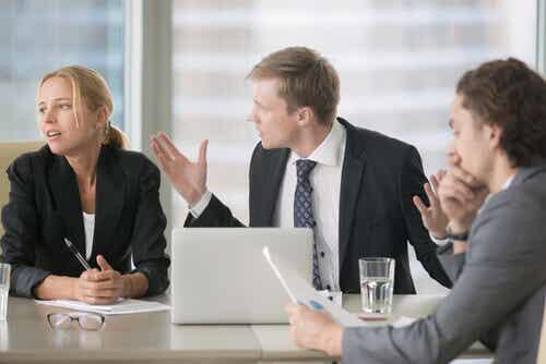 7 Anzeichen für ein toxisches Arbeitsumfeld
