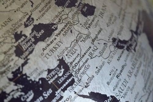 Geopolitik mit einer Karte veranschaulicht