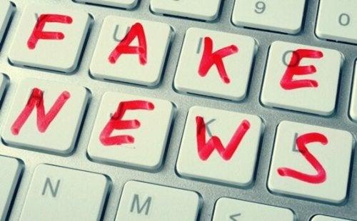 Tastatur für Fake News