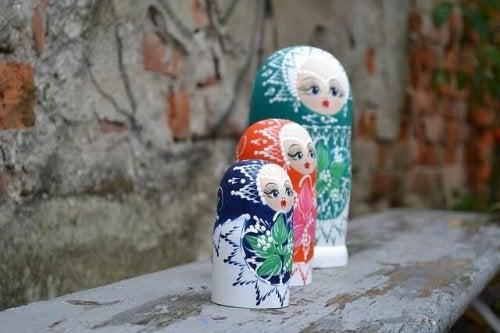Drei Matroschkafiguren