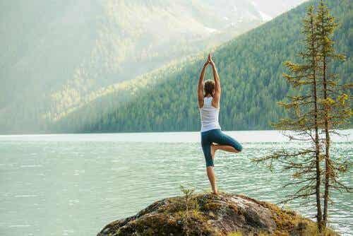 5 einfache Yoga-Positionen für einen besseren Energiefluss
