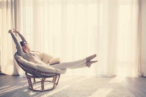 Minimalistisches Leben: wie man mit weniger mehr lebt