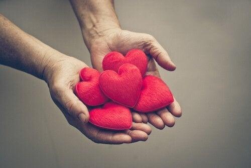 Hand voller Herzen