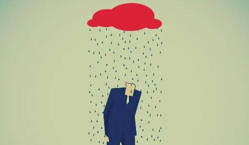 Mann steht unter einer Regenwolke