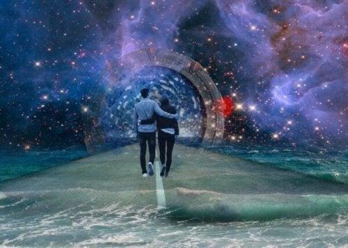 Paar spaziert durchs Universum