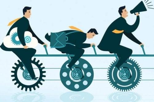 Arbeitnehmer arbeiten nach dem Prinzip der cleveren Simplizität