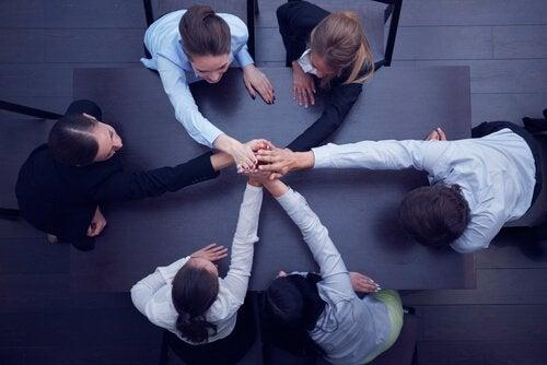 Wie man ein Arbeitsteam zusammenhält