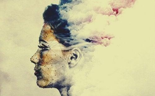 Ein Bild einer Frau, die sich in Rauch auflösen zu scheint