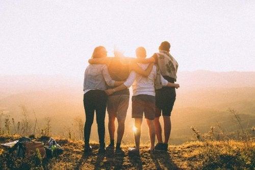 Vier Freunde vor Sonnenaufgang