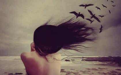 Stillschweigen oder Schreien: das dramatische Pendel der Emotionen