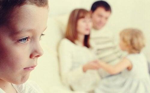 Wenn ein Geschwisterkind zum Außenseiter wird