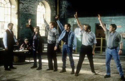 Die Männer von Sheffield studieren eine Choreographie ein.