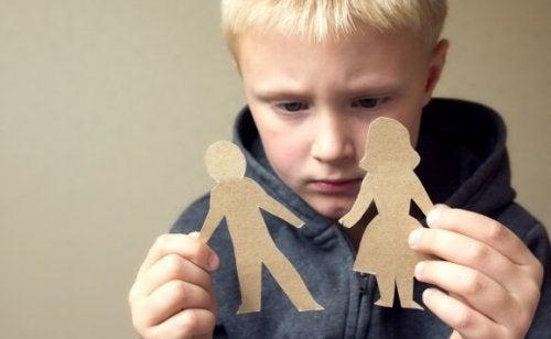 Wie wir mit Kindern über eine Trennung sprechen können