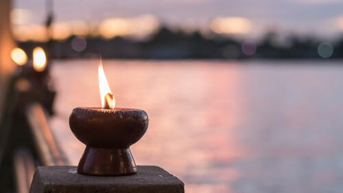 Kerze an einem See