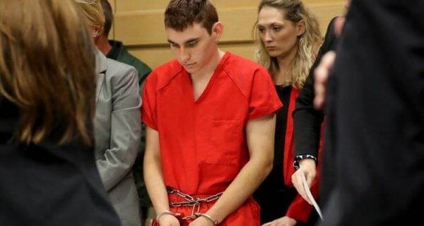 Nikolas Cruz, Amokschütze, wird im Gerichtssaal vorgeführt.