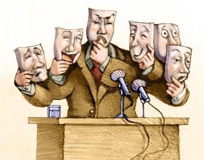 Ein Redner steht am Rednerpult und jongliert mit verschiedenen Masken.