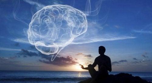 Spirituelles Gehirn über dem Meer