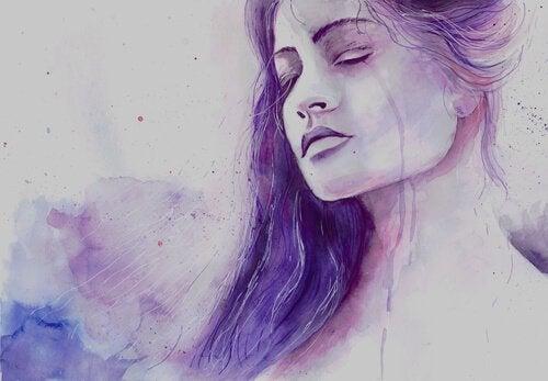 Traurige Frau in lila Tönen