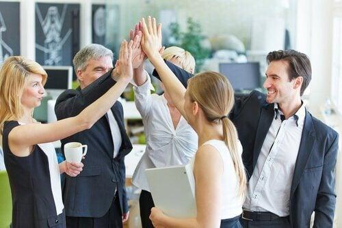 Wer auf der Arbeit engagiert ist, hat Erfolg und findet Erfüllung.