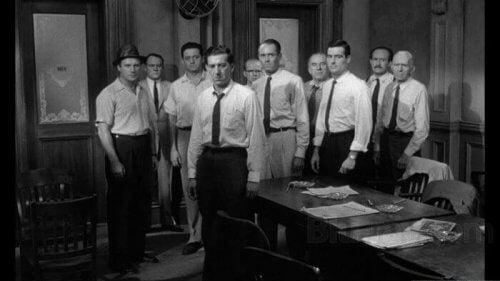 Die zwölf Geschworenen: Wie ein Anführer die Meinung einer Gruppe ändern kann