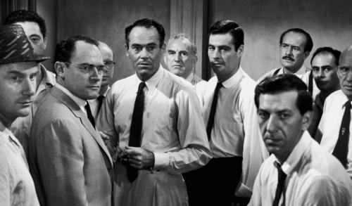 """Eine Szene aus dem Film """"Die zwölf Geschworenen"""""""