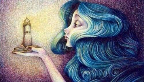 Frau betrachtet einen Leuchtturm