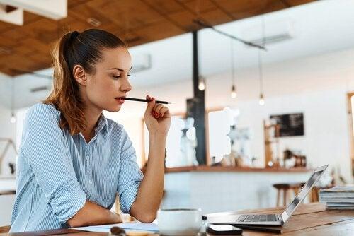 Studieren und Arbeiten: 4 Tipps, wie wir beides managen