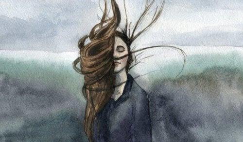 Frau mit aufgewirbeltem Haar