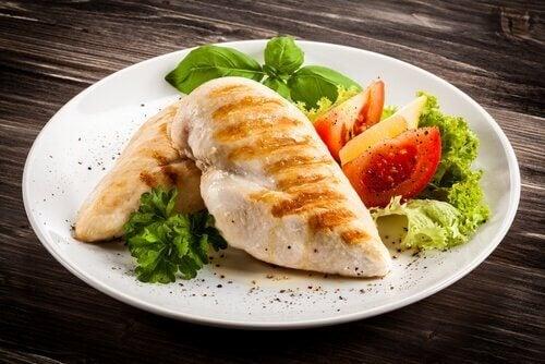Hühnchen ist ein tryptophanreiches Lebensmittel