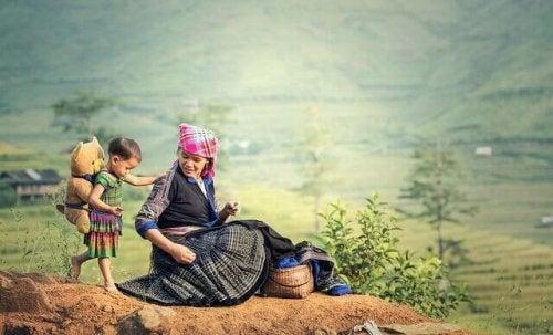 Ein Kind sucht die Hilfe einer weisen Frau, während sie in einem Feld sind.