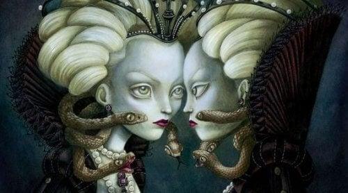 Medusa steht ihrem Zwilling entgegen.