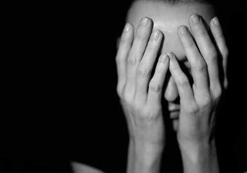 Victim Blaming: Warum beschuldigen wir manchmal das Opfer?