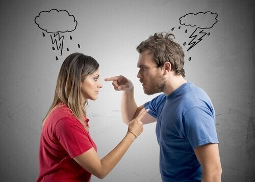 Ein Paar streitet sich.