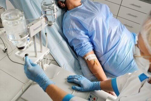 Eine Patientin im Koma