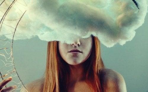Exzessives Tagträumen ist wie eine Wolke, die den Kopf umgibt.