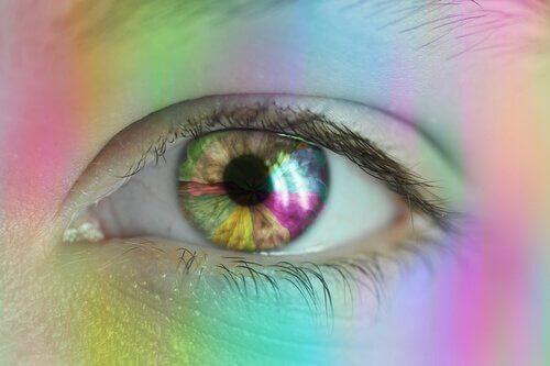 Ein Auge in bunten Farben