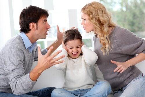 Kinder leiden besonders unter einer Trennung, wenn sie die Konflikte zwischen den Eltern miterleben müssen.