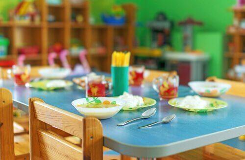 Soziale Kompetenzen können in Schulkantinen entwickelt werden.