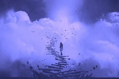 Ein Mädchen, das auf Stufen in den Himmel steht