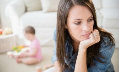 Frau, die an einer Depression nach der Adoption leidet