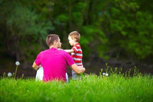 Es ist wichtig, zu lernen, Probleme mit Kindern zu besprechen, anstatt die Realität für Kinder zu beschönigen.
