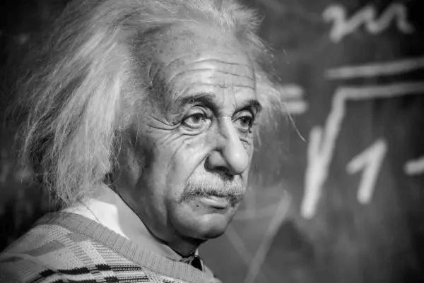 Schwarz-Weiß-Foto von Albert Einstein
