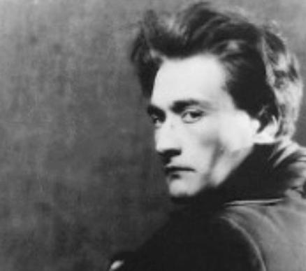 Ein Bild, das den Dramatiker Antonin Artaud zeigt