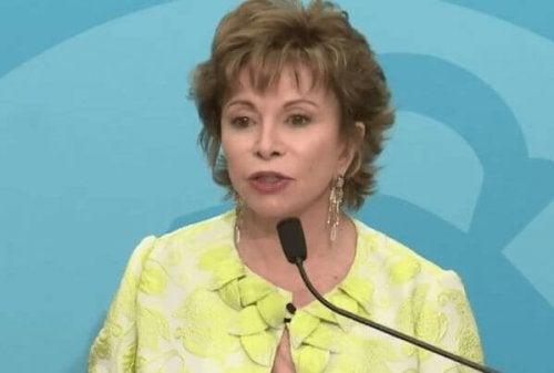 Isabel Allende auf einer Konferenz