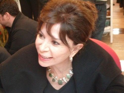 Isabel Allende lächelt
