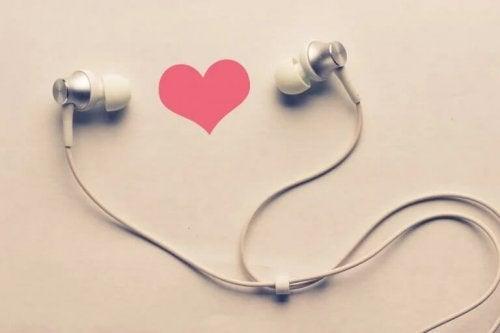 Kopfhörer und Herz