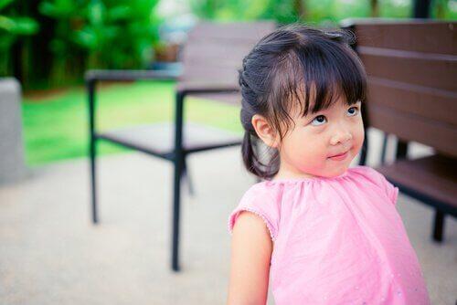 Die Ablenkungsmethode, um Kinder zu mehr Disziplin zu bringen